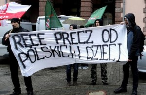 Znowuż zabierają polskie dzieci.