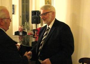 minister W. Waszczykowski obiecał podczas pobytu w hamburskim konsulacie, żę rząd zacznie wspierać wszelkie inicjatywy poprawy nauki języka polskiego w Niemczech
